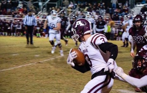 Senior wide receiver Lincoln Gibson carries the ball.