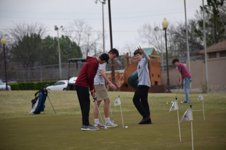 Ada golf practices short game.