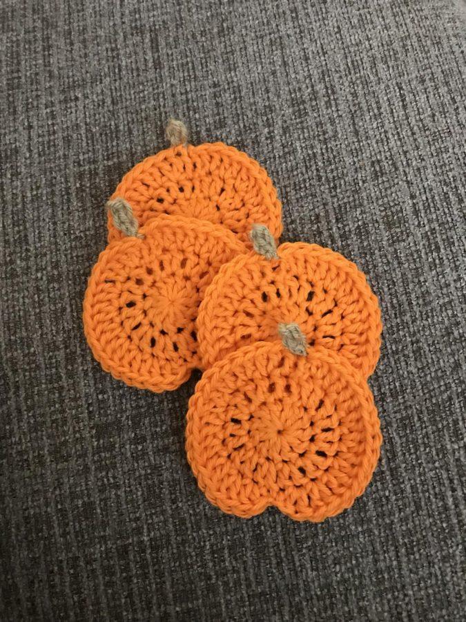 Crochet+DIY%3A+Pumpkin+Coasters